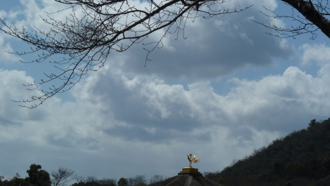 Kinkakuji under a wintery sky