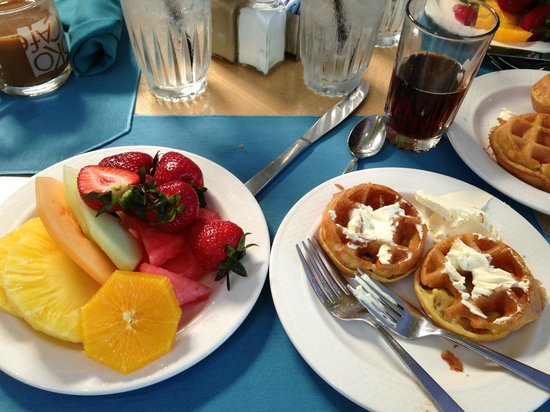 A couple of breakfast options at the Hale Koa's poolside Barefoot Bar