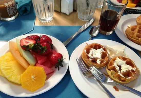A couple of breakfast options at the Hale Koa's poolside Barefoot Bar