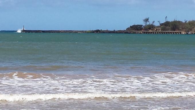 Breakwater, Hanama'ulu Bay