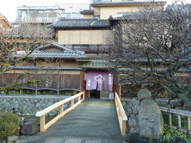 It was still cold when we got to Gion, but the rain had stopped.