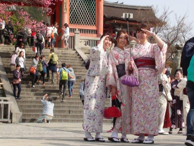 Sightseeing, Japan-style (photo by Linda, my wonderful S-I-L)