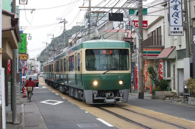 The Enoden line runs right through the city on its way out to the shore.