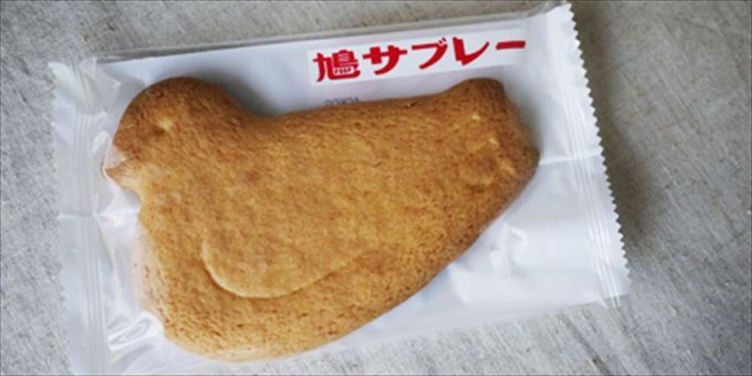 Hato Sabure are delicious bird-shaped butter cookies that were originally from Kamakura, but can now famous all over Japan. Hato means 'pigeon.""