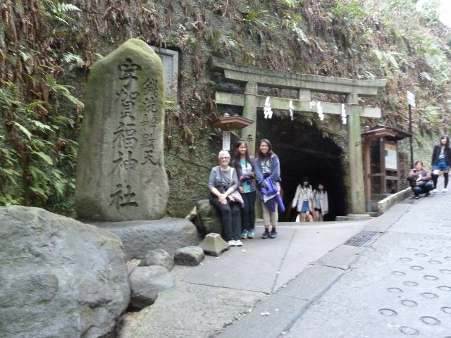 The entrance to the Zeniari-Benten shrine is at the top of a steep hill, and through a tunnel