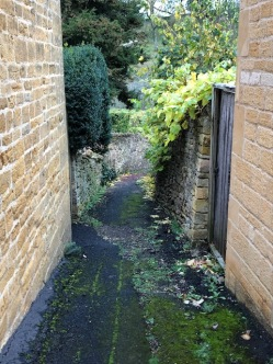 A hidden path off the High Street