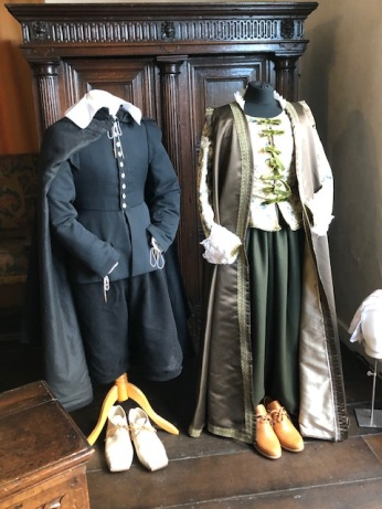Tudor-era clothing in Stratford-upon-Avon