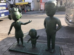 Bronze statues of Sazae-san, her husband and their son . . .
