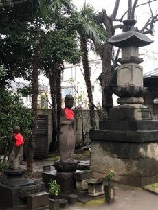 Saisho-ji had very few statues