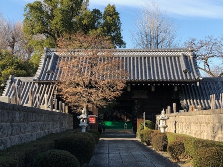 The main gate, erected during the Edo Period.